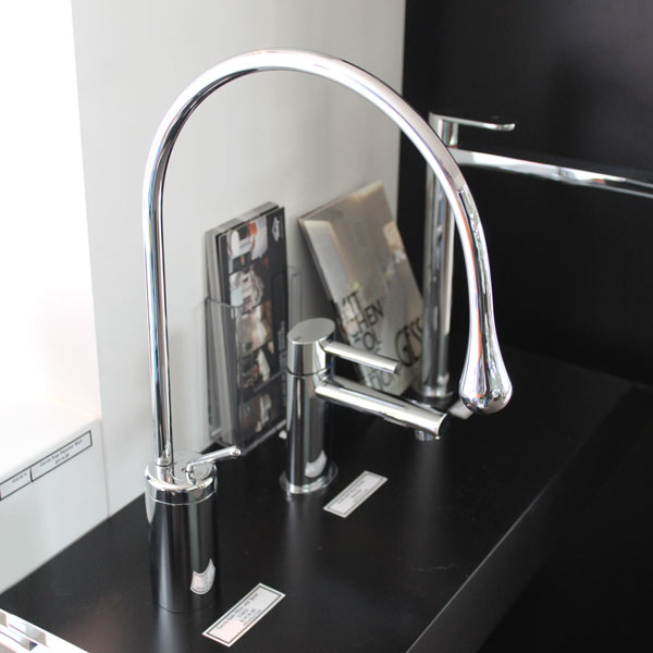 Goccia Basin Mixer with Spout on display