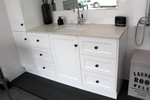 custom-vanity-unit-with-carrara-quartz-stone-top