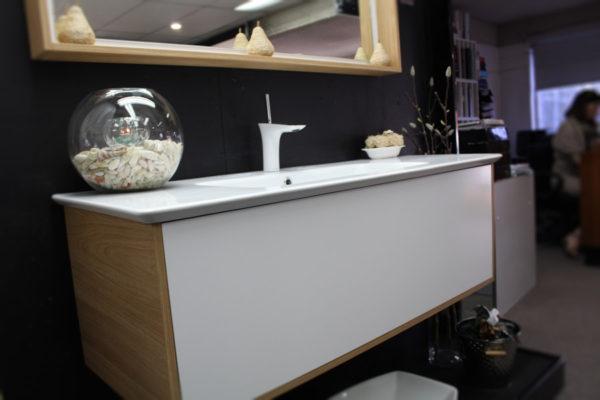 santos-wall-hung-vanity-unit-with-oak-textured-laminate