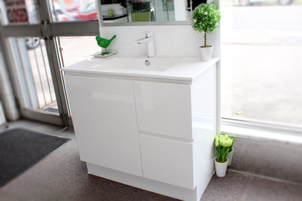 timberline-nevada-vanity-with-white-gloss-cabinet