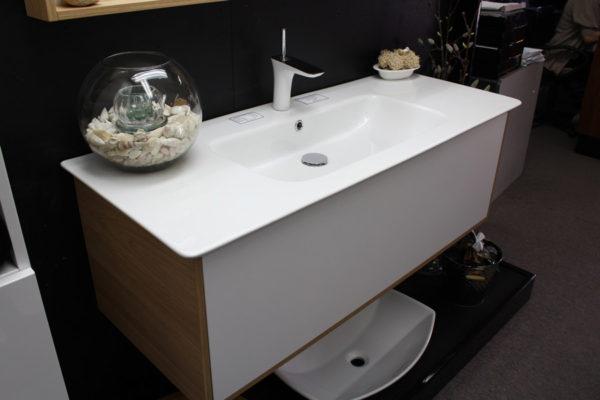 vanity-unit-with-diamond-ceramic-top